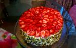 Клубнично персиковый торт с йогуртовым кремом