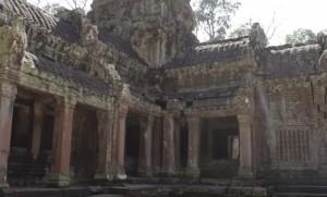 Один из множества храмов в Ангкор Вате