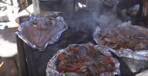На рыбном рынке Хургады готовят морепродукты