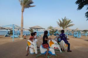 Египетские ребятишки на карусели