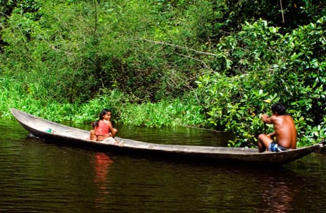 Семья в лодке